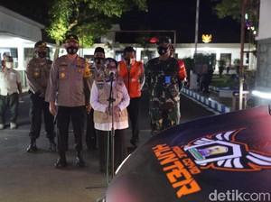 Tim Mobile COVID Hunter Buru Pelanggar Jalanan hingga Kafe di Jombang