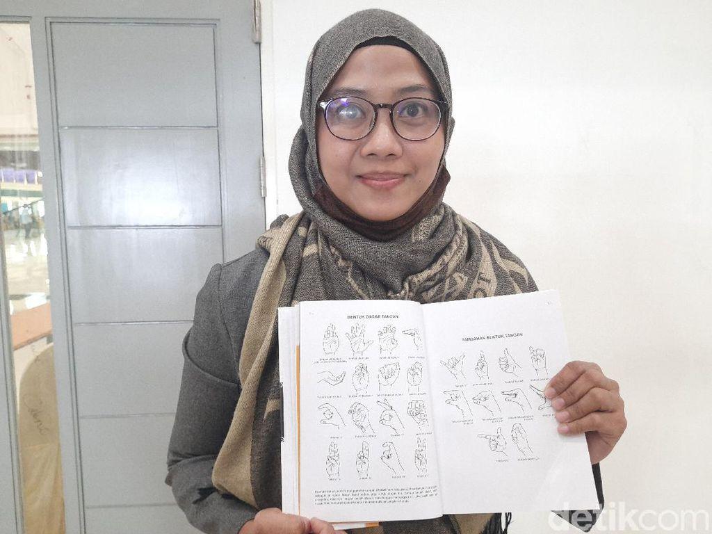 Unesa Luncurkan Kamus Signalong Bagi Anak Disabilitas, Pertama di Indonesia