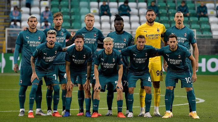 TALLAGHT, IRELAND - SEPTEMBER 17: Players of AC Milan pose for a team photograph prior to the UEFA Europa League second qualifying round match between Shamrock Rovers and AC Milan at Tallaght Stadium on September 17, 2020 in Tallaght, Ireland. (Photo by Charles McQuillan/Getty Images)