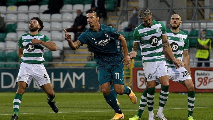 TALLAGHT, IRELAND - SEPTEMBER 17: Zlatan Ibrahimovic of AC Milan celebrates after scoring his sides first goal during the UEFA Europa League second qualifying round match between Shamrock Rovers and AC Milan at Tallaght Stadium on September 17, 2020 in Tallaght, Ireland. (Photo by Charles McQuillan/Getty Images)
