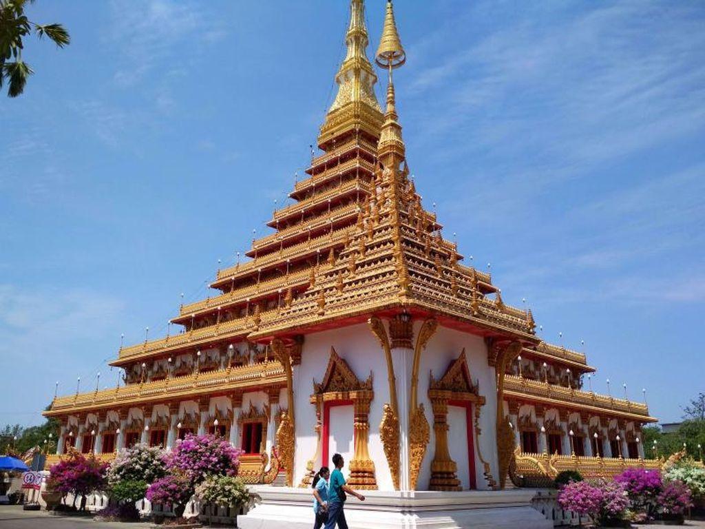 Candi-candi Buddha di Khon Kaen yang Instagramable