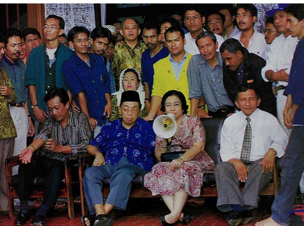 Dulu, Megawati hingga Amien Rais Kompak Desak Pam Swakarsa Bubar