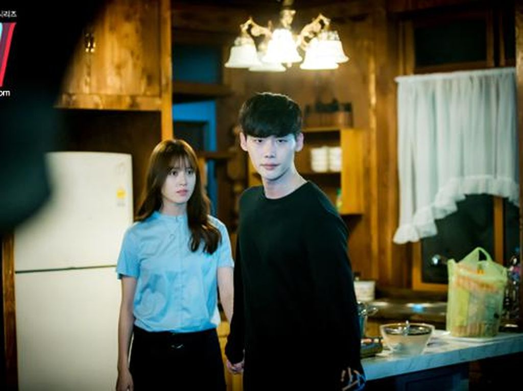 Sinopsis W-Two Worlds Episode 7