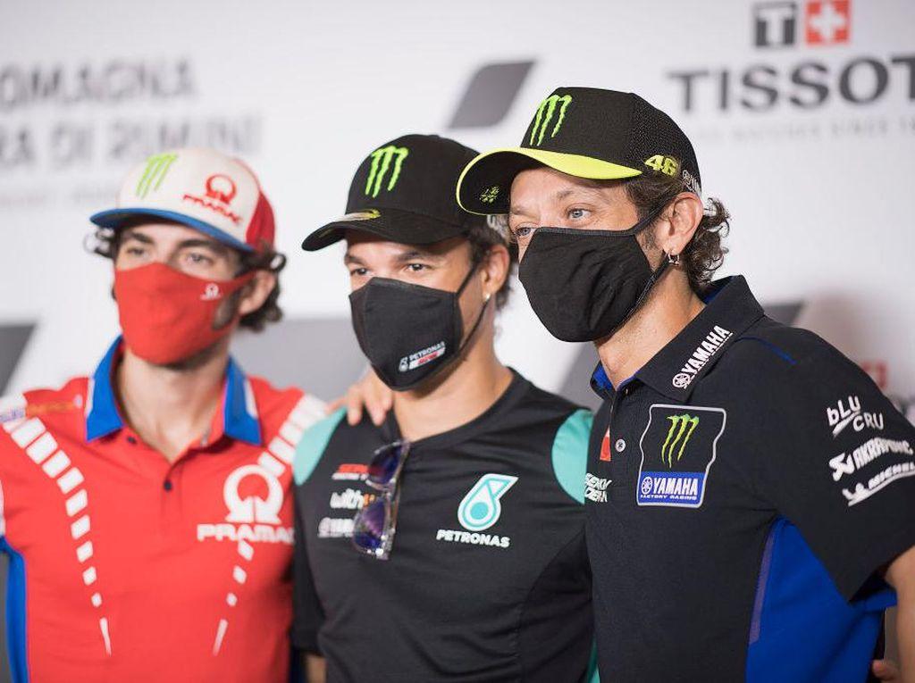 Momen Rossi Telepon Morbidelli yang Telat ke Konferensi Pers