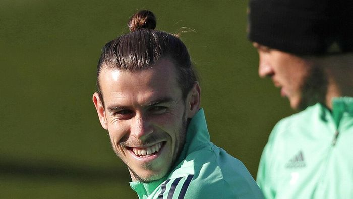 FILE - In this Monday, Nov. 25, 2019 file photo, Real Madrids Gareth Bale takes part in a training session at the teams Valdebebas training ground in Madrid, Spain. Out of favor at Real Madrid, Gareth Bale is hoping to secure a return to Premier League club Tottenham. Bales agent, Jonathan Barnett, confirmed to The Associated Press that he is in talks with Tottenham Hotspur. (AP Photo/Manu Fernandez, File)