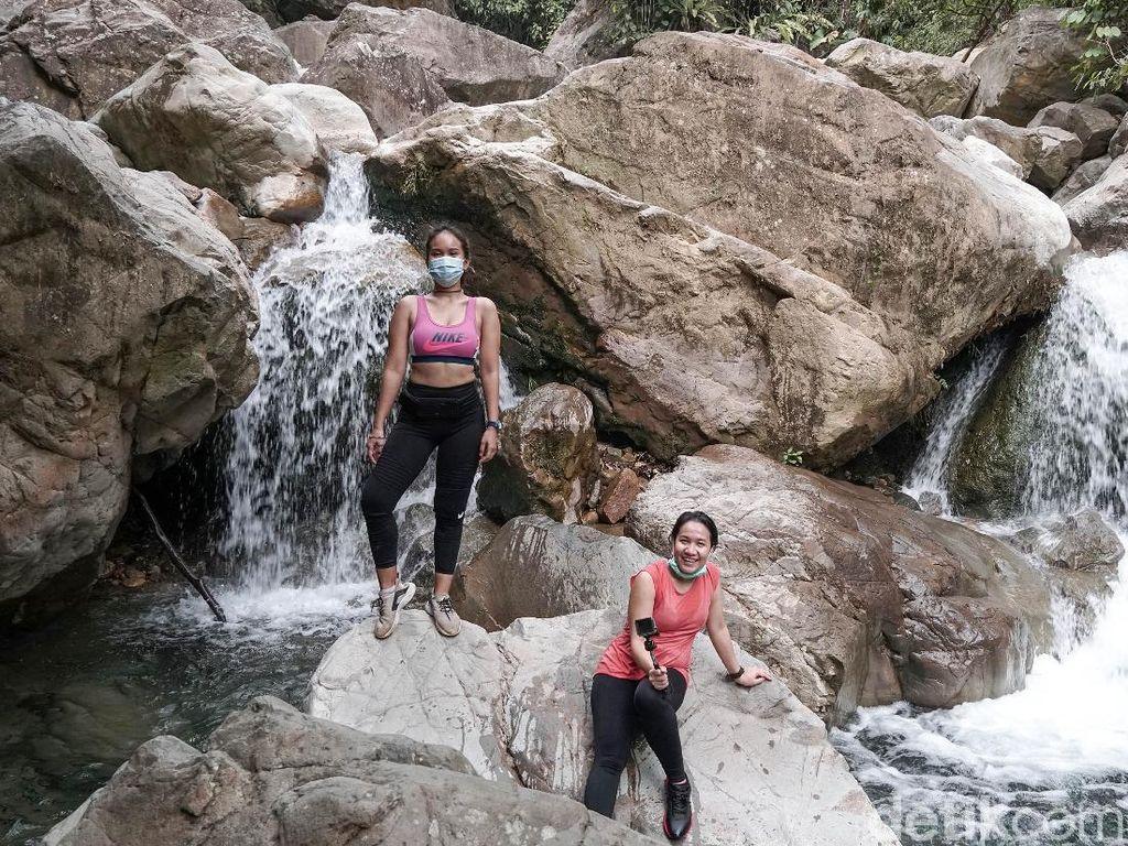 Hiking di Sentul Ala Sophia Latjuba dan Wulan Guritno, Berapa Duit Sih?