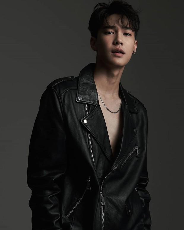 Aktor Dew Jirawat didapuk memerankan karakter Ren yang dalam Meteor garden dulu diperankan Ken Chu sebagai Xi Men.