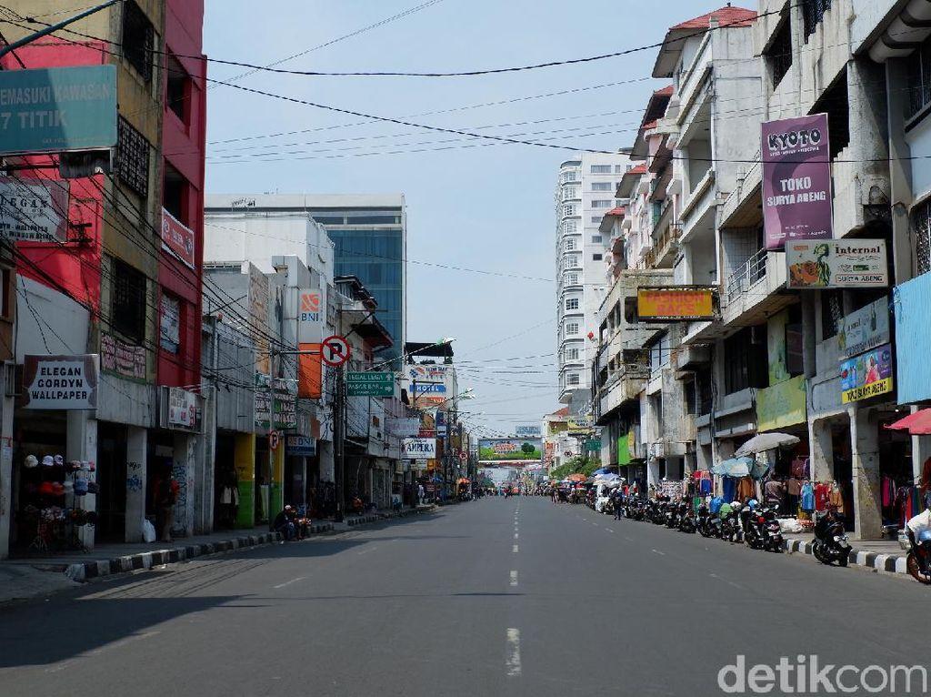 Pedagang Pasar Baru Keluhkan Buka Tutup Jalan Otista Bandung