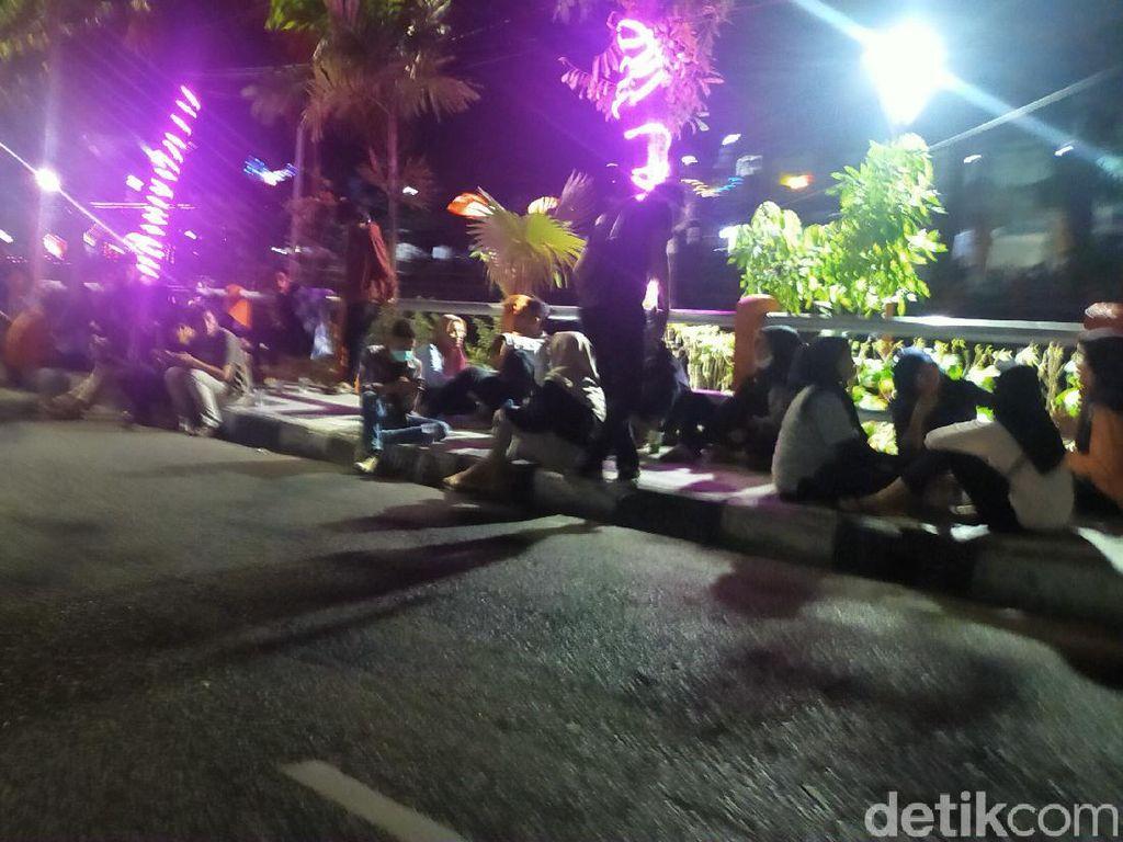 3.879 Kawula Muda Surabaya Kena COVID-19, Namun Tongkrongan Masih Ramai