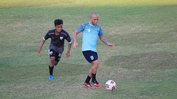 Persela Lamongan menjalani laga uji coba sebelum berkompetisi di Shopee Liga 1 2020