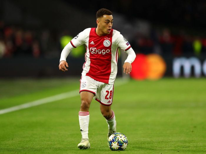 AMSTERDAM, NETHERLANDS - DECEMBER 10: Sergino Dest of Ajax in action during the UEFA Champions League group H match between AFC Ajax and Valencia CF at Amsterdam Arena on December 10, 2019 in Amsterdam, Netherlands. (Photo by Dean Mouhtaropoulos/Getty Images)