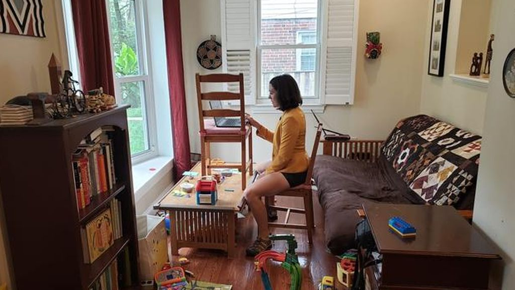 10 Potret Kocak Situasi Rumah Karyawan saat Work From Home
