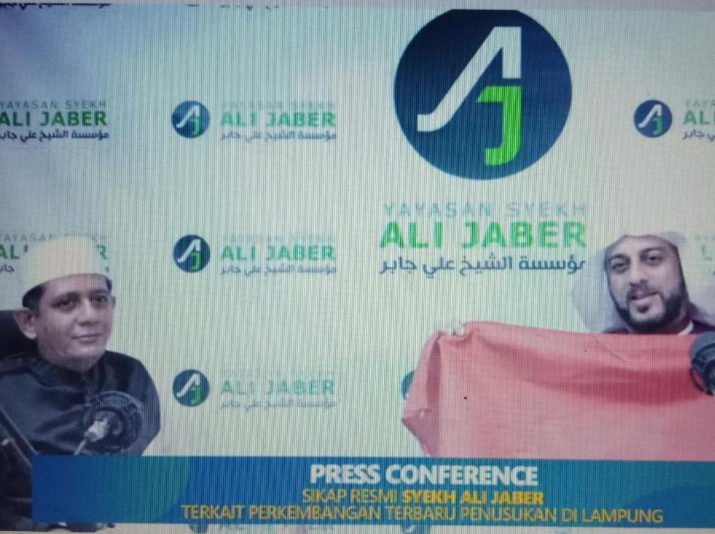 Syekh Ali Jaber Ingin Hadiahkan Bendera Merah Putih ke Penusuknya