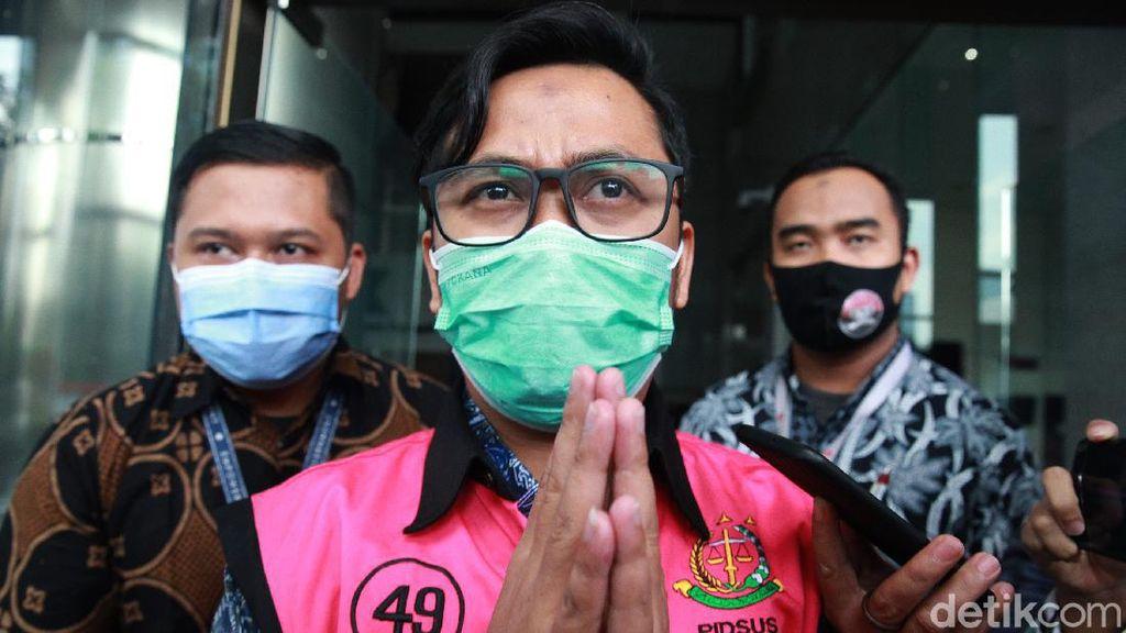 Tersangka skandal suap Djoko Tjandra-Jaksa Pinangki Sirna Malasari, Andi Irfan Jaya (AIJ) selesai menjalani pemeriksaan di KPK. Andi Irfan bungkam.