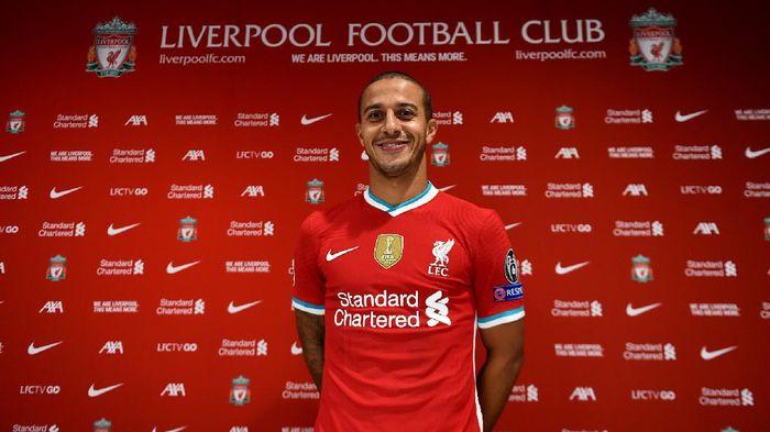 Thiago Alcantara resmi menandatangani kontrak bersama Liverpool pada Jumat (18/9/2020) malam WIB di Anfield.