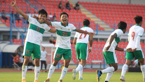 Witan Sulaeman dan Beckham Putra Nugraha merayakan gol Timnas Indonesia U-19 ke gawang Qatar. (Dok. PSSI)