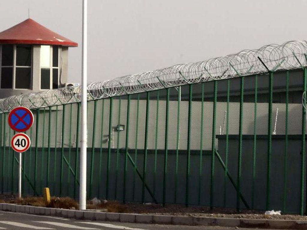 Inggris Umumkan Sanksi Bisnis ke China Terkait Pelanggaran HAM di Xinjiang