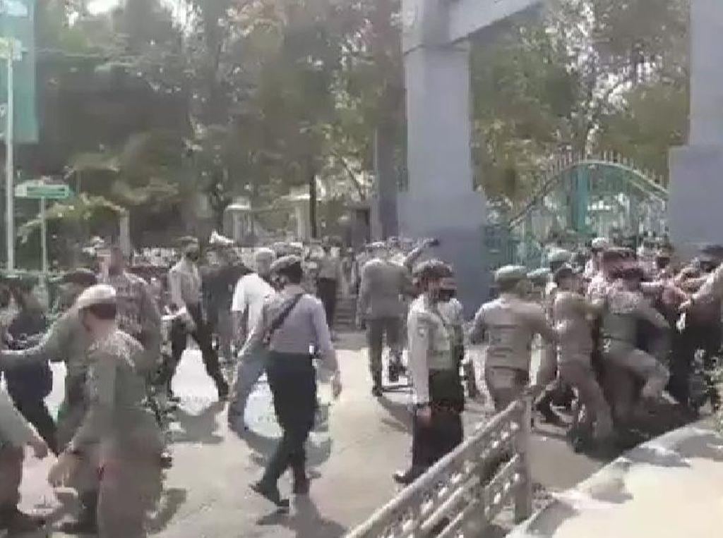Viral Satpol PP di Kabupaten Bogor Tendang Pendemo, Kasatpol PP Minta Maaf