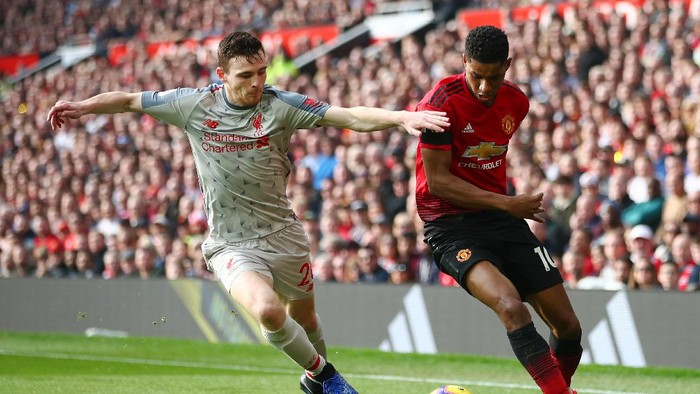 MANCHESTER, ENGLAND - FEBRUARY 24:  Marcus Rashford of Manchester United battles for possession with Andy Robertson of Liverpool during the Premier League match between Manchester United and Liverpool FC at Old Trafford on February 24, 2019 in Manchester, United Kingdom.  (Photo by Clive Brunskill/Getty Images)