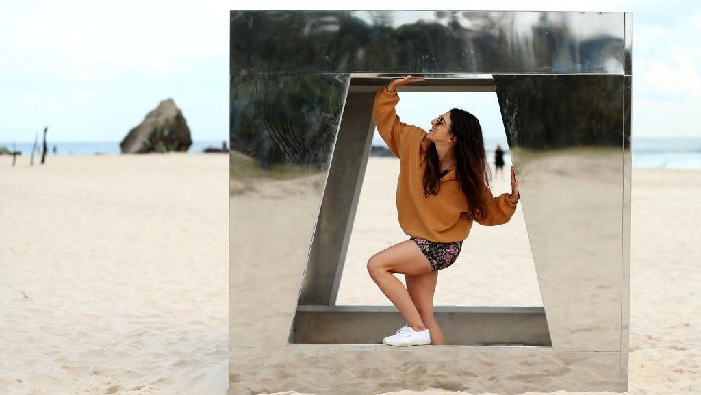 Instalasi Seni Percantik Pantai Currumbin Australia