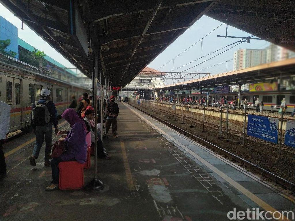 KRL dari Jakarta Terakhir Pukul 19.00 WIB, Penumpang Harap Tak Ada Kepadatan