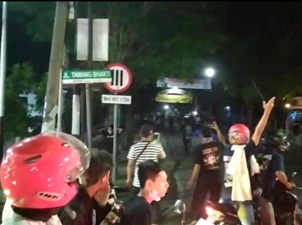 Beredar Video Detik-detik Perusakan Tugu Pesilat di Kota Madiun