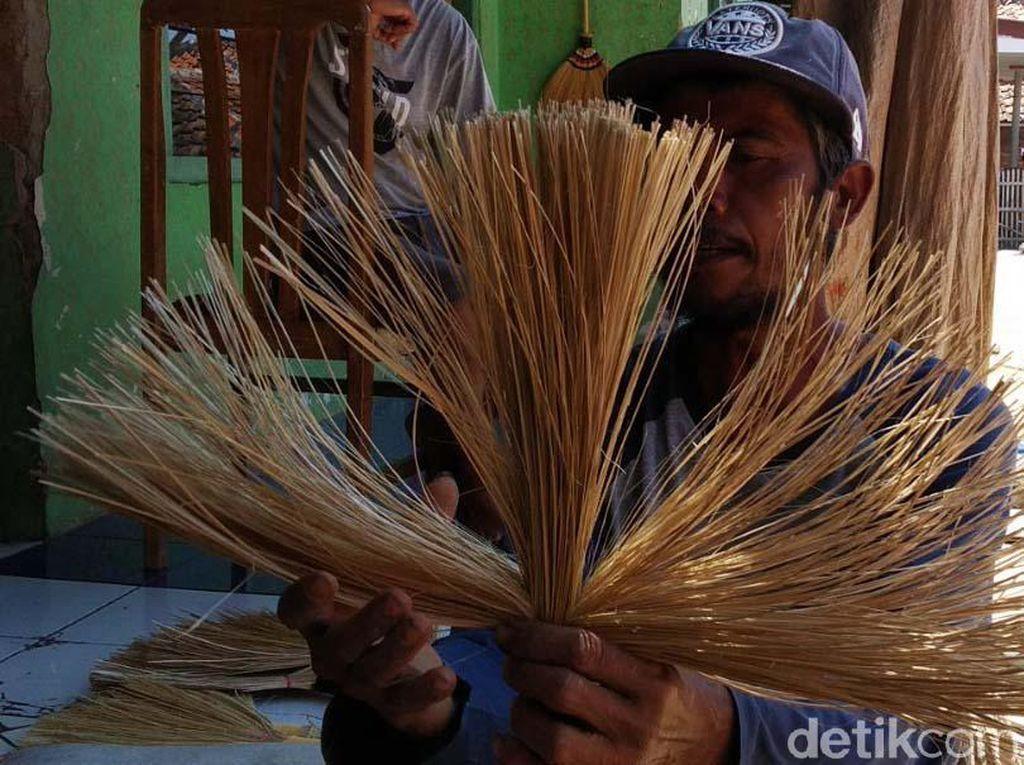 70 Persen Penduduk Desa Ini Pembuat Kerajinan Tradisional
