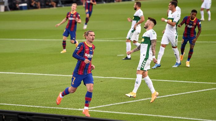 BARCELONA, SPAIN - SEPTEMBER 19: Antoine Griezmann of FC Barcelona celebrates after scoring his teams first goal during the Joan Gamper Trophy match between FC Barcelona and Elche CF on September 19, 2020 in Barcelona, Spain. (Photo by Alex Caparros/Getty Images)