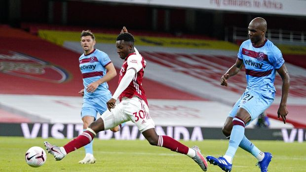 Arsenal's Eddie Nketiah scores his side's second goal during the English Premier League soccer match between Arsenal and West Ham at the Emirates Stadium in London, England, Saturday, Sept. 19, 2020. (Will Oliver/Pool via AP)