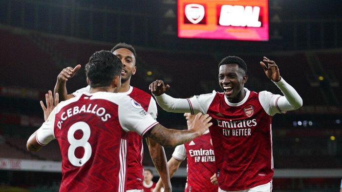 Arsenals Eddie Nketiah, right, celebrates scoring his sides second goal during the English Premier League soccer match between Arsenal and West Ham at the Emirates Stadium in London, England, Saturday, Sept. 19, 2020. (Will Oliver/Pool via AP)