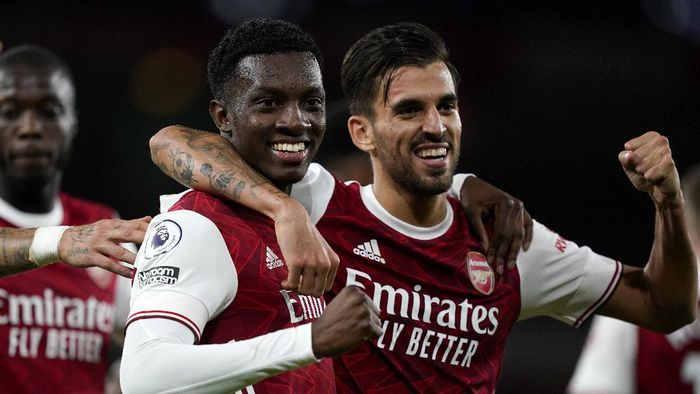 LONDON, ENGLAND - SEPTEMBER 19: Eddie Nketiah of Arsenal celebrates with teammate Dani Ceballos after scoring his teams second goal during the Premier League match between Arsenal and West Ham United at Emirates Stadium on September 19, 2020 in London, England. (Photo by Will Oliver - Pool/Getty Images)