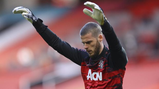 Manchester United's goalkeeper David de Gea warms before the English Premier League soccer match between Manchester United and Crystal Palace at the Old Trafford stadium in Manchester, England, Saturday, Sept. 19, 2020. (Richard Heathcote/Pool via AP)