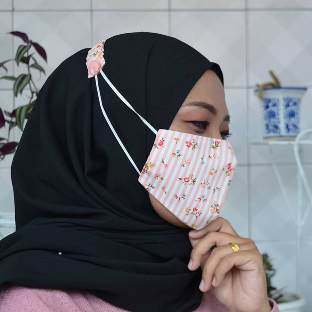 Memakai connector hijab