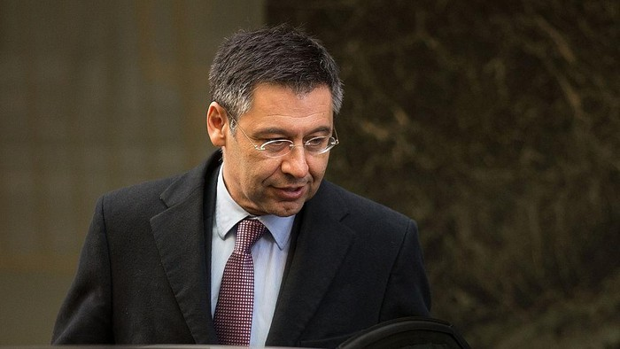 MADRID, SPAIN - FEBRUARY 13:  FC Barcelona president Josep Maria Bartomeu enters a waiting car after leaving Spains High Court on February 13, 2015 in Madrid, Spain. FC Barcelona president Josep Maria Bartomeu attended Spains High Court after being impeached by judge Pablo Ruz in his investigation of the Catalan clubs signing of Brazilian player Neymar Da Silva. Bartomeu is suspected of avoiding an estimated 2.8 million euros in tax.  (Photo by Gonzalo Arroyo Moreno/Getty Images)
