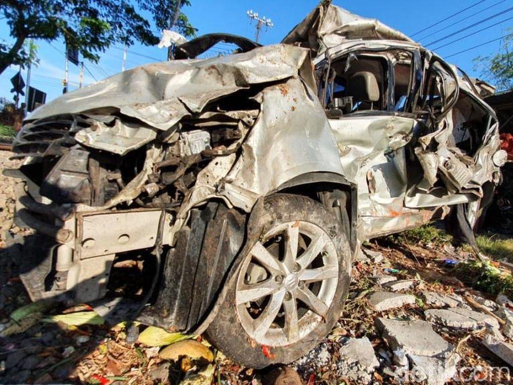 Satu Keluarga Tertabrak Kereta di Pasuruan, Seorang Ibu Tewas