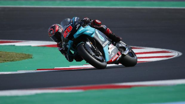 France's Fabio Quartararo rides his Yamaha during the qualifying session for Sunday's Emilia Romagna Motorcycle Grand Prix at the Misano circuit in Misano Adriatico, Italy, Saturday, Sept. 19, 2020. (AP Photo/Antonio Calanni)