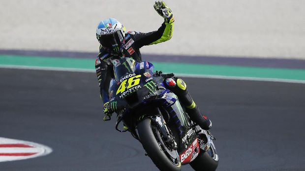 Yamaha rider Valentino Rossi, of Italy, waves his fans at the end of the qualifying session for Sunday's Emilia Romagna Motorcycle Grand Prix at the Misano circuit in Misano Adriatico, Italy, Saturday, Sept. 19, 2020. (AP Photo/Antonio Calanni)