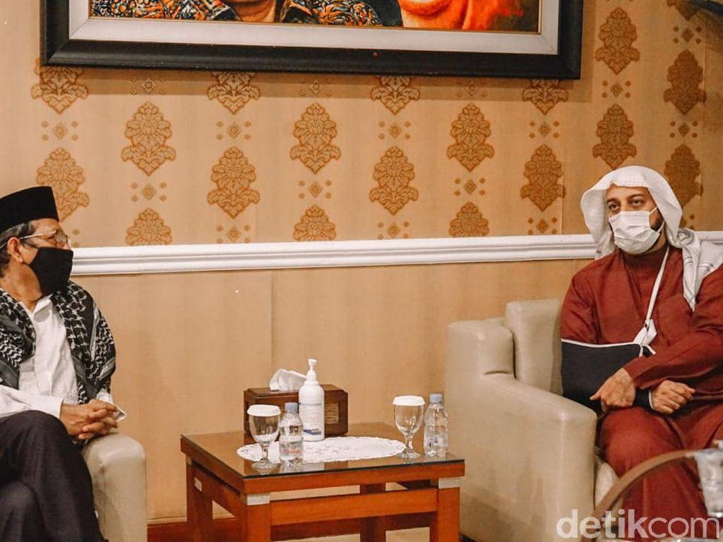 Mahfud Md Terima Kunjungan Syekh Ali Jaber, Ini yang Dibahas
