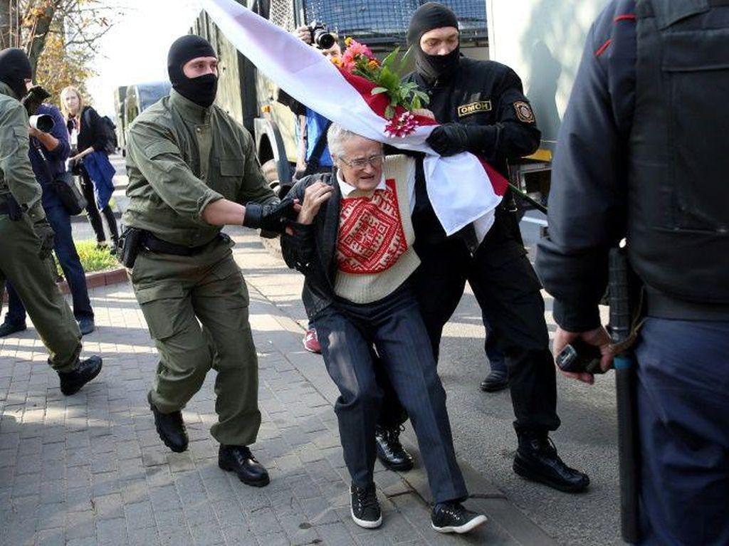 Ikut Demo, Nenek 73 Tahun di Belarus Ditangkap
