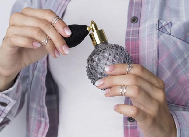 Eau de Parfum atau EDP merupakan jenis parfum yang memiliki aroma kuat. Hal ini dikarenakan Eau de Parfum mengandung 10 hingga 20 persen minyak esensial.