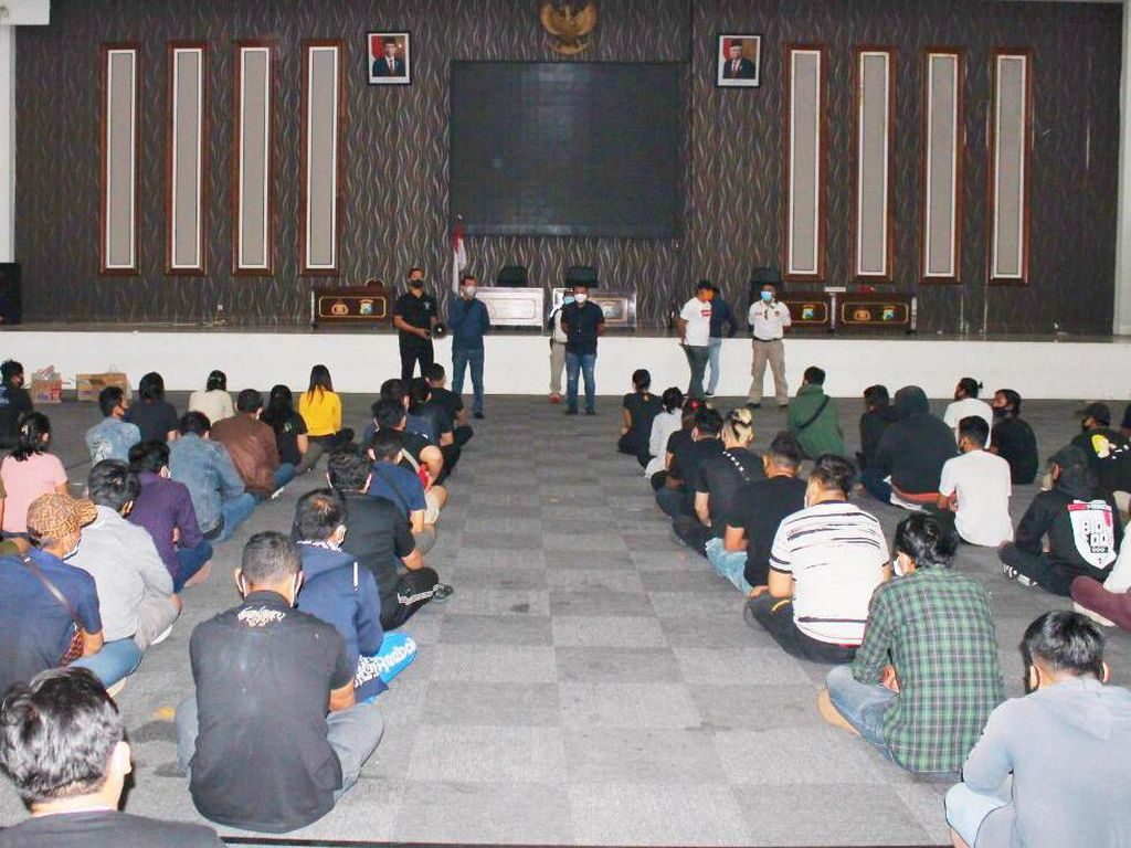 109 Pengunjung dan Karyawan Bar di Surabaya Diamankan Lalu Rapid Test
