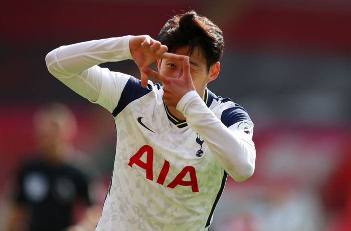 SOUTHAMPTON, ENGLAND - SEPTEMBER 20: Heung-Min Son of Tottenham Hotspur celebrates after scoring his teams second goal during the Premier League match between Southampton and Tottenham Hotspur at St Marys Stadium on September 20, 2020 in Southampton, England. (Photo by Catherine Ivill/Getty Images)