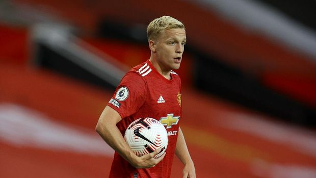 Manchester United's Donny van de Beek celebrates scoring their first goal during the English Premier League soccer match between Manchester United and Crystal Palace at the Old Trafford stadium in Manchester, England, Saturday, Sept. 19, 2020. (Richard Heathcote/Pool via AP)