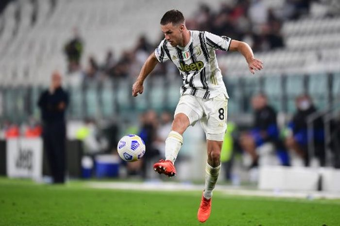 Juventus Welsh midfielder Aaron Ramsey controls the ball during the Italian Serie A football match Juventus vs Sampdoria on September 20, 2020 at the Juventus stadium in Turin. (Photo by Miguel MEDINA / AFP)