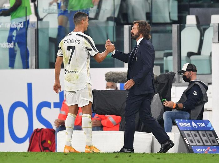 TURIN, ITALY - SEPTEMBER 20:  Cristiano Ronaldo (L) and Juventus head coach Andrea Pirlo celebrate victory at the end of the Serie A match between Juventus and UC Sampdoria at Allianz Stadium on September 20, 2020 in Turin, Italy.  Photo by Valerio Pennicino/Getty Images)  (Photo by Valerio Pennicino/Juventus FC via Getty Images)