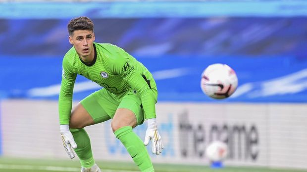 Chelsea's goalkeeper Kepa Arrizabalaga looks the ball during the English Premier League soccer match between Chelsea and Liverpool at Stamford Bridge Stadium, Sunday, Sept. 20, 2020. (Michael Regan/Pool via AP)