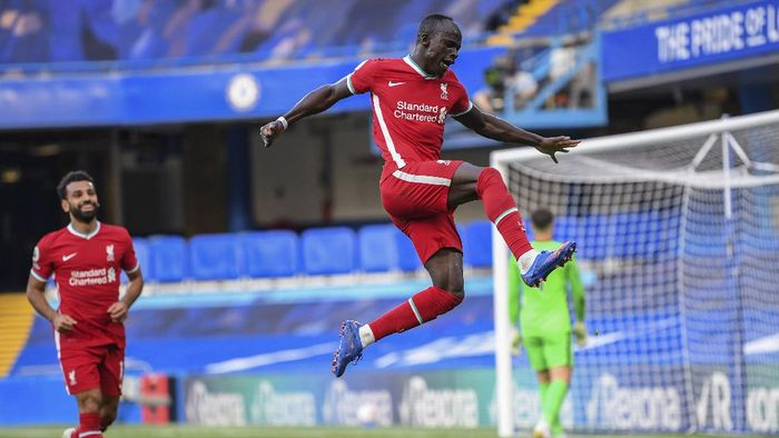 Liverpools Sadio Mane celebrates after scoring during the English Premier League soccer match between Chelsea and Liverpool at Stamford Bridge Stadium, Sunday, Sept. 20, 2020. (Michael Regan/Pool via AP)