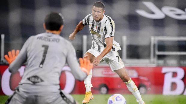 Juventus' Cristiano Ronaldo scores a goal during an Italian Serie A soccer match between Juventus and Sampdoria at the Allianz stadium in Turin, Italy, Sunday, Sept. 20, 2020. (Marco Alpozzi/LaPresse via AP)