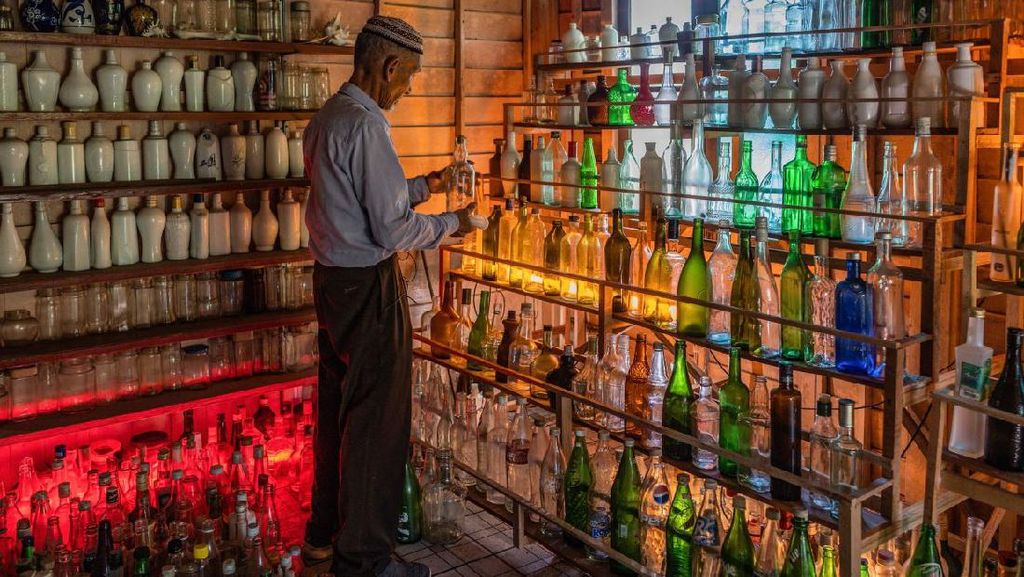 Datuk Ini Bangun Museum Dari Kumpulan Sampah Botol 15 Tahun