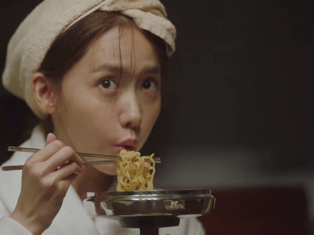 Intip 5 Kebiasaan Makan Orang Korea yang Sering Terlihat di Drakor